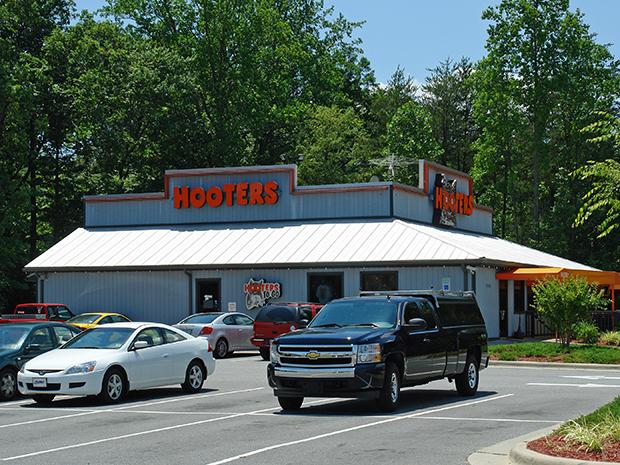 Hooters (Winston-Salem, NC)